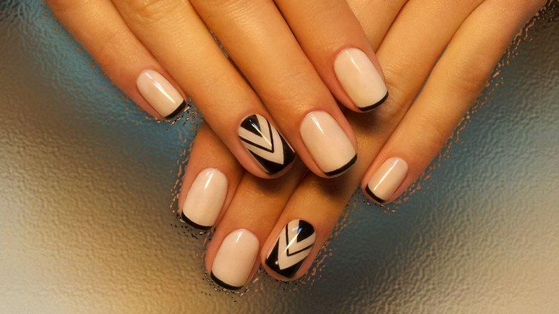 Геометрический френч на короткие ногти