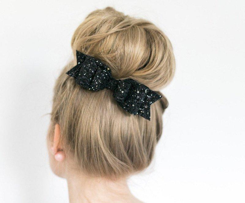 Украшение для волос с бантиком