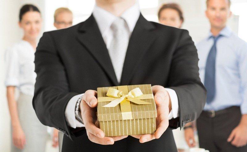 Что подарить начальнику в день рождения