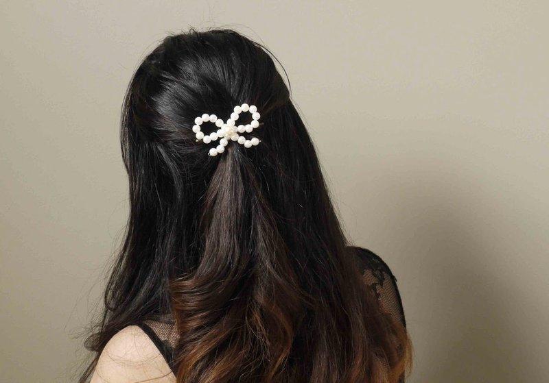 Жемчужный бант для волос