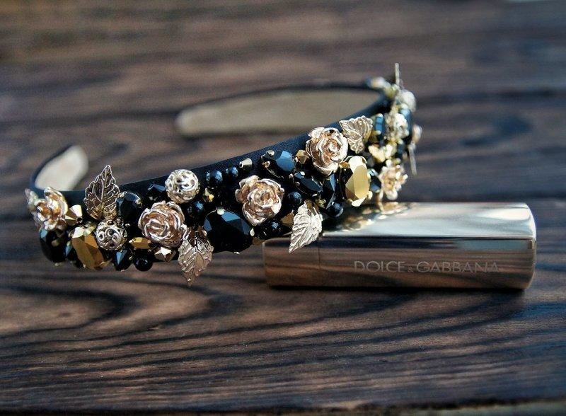 Ободок с цветами и камнями