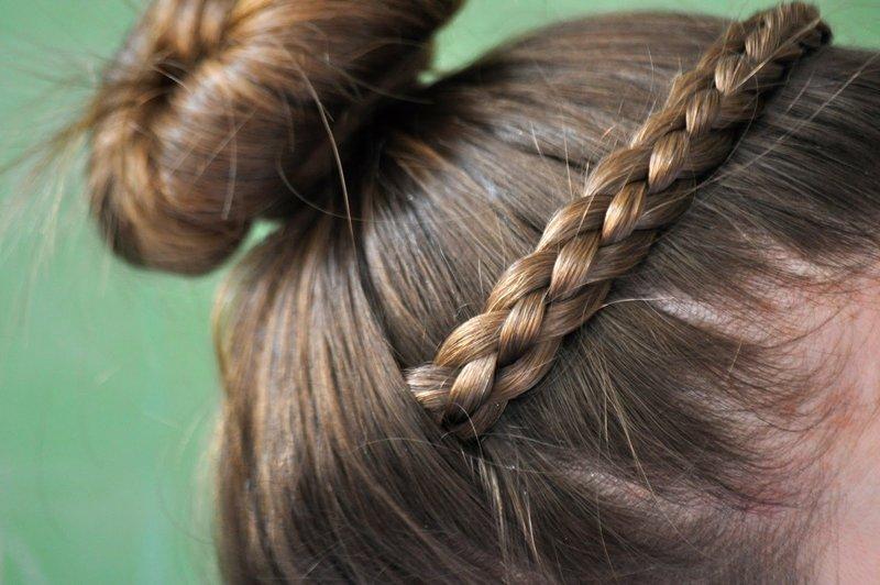 Ободок в виде косы