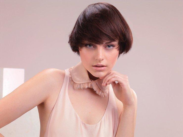 Девушка с модной короткой стрижкой