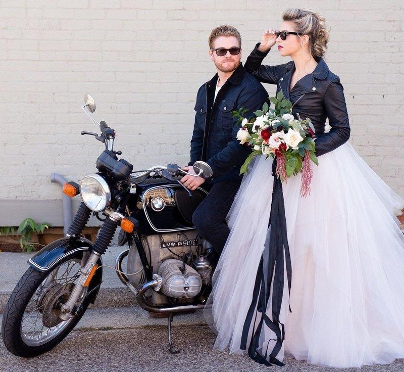 Мотоцикл в подарок жениху и невесте