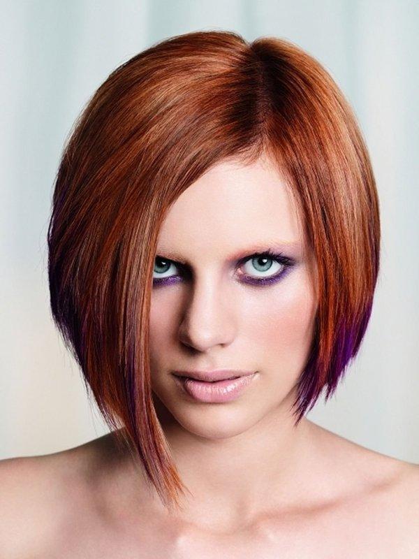 Девушка с асимметричным каре на короткие волосы