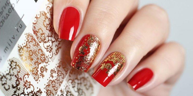 Контурные слайды на ногтях