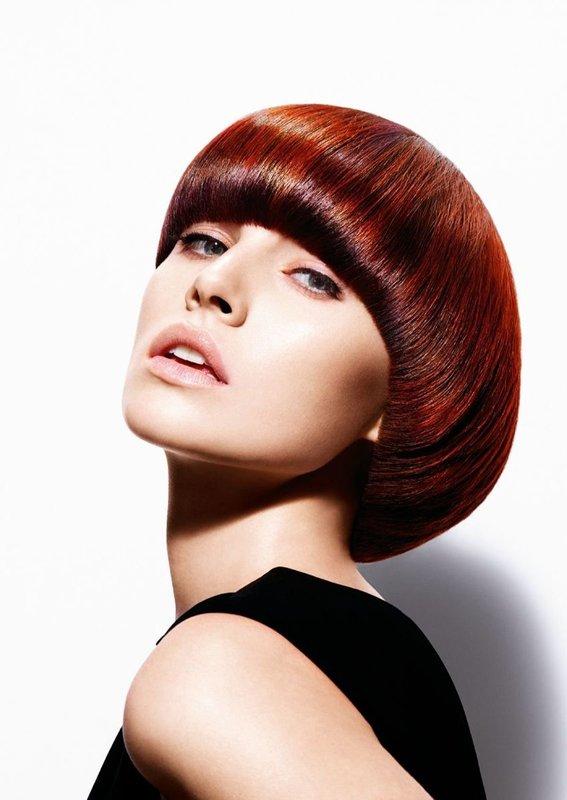 Девушка со стрижкой сессон на короткие волосы