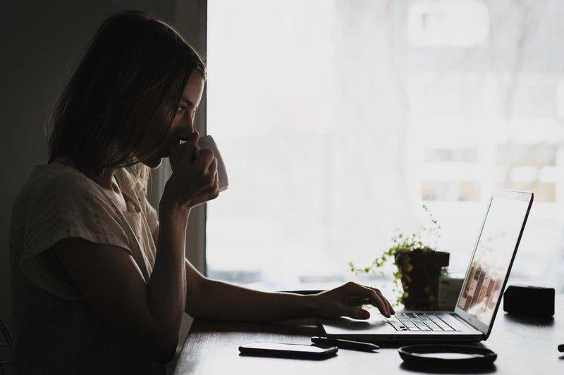 Как прожить без денег и работы
