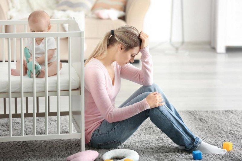 Послеродовая депрессия женщины