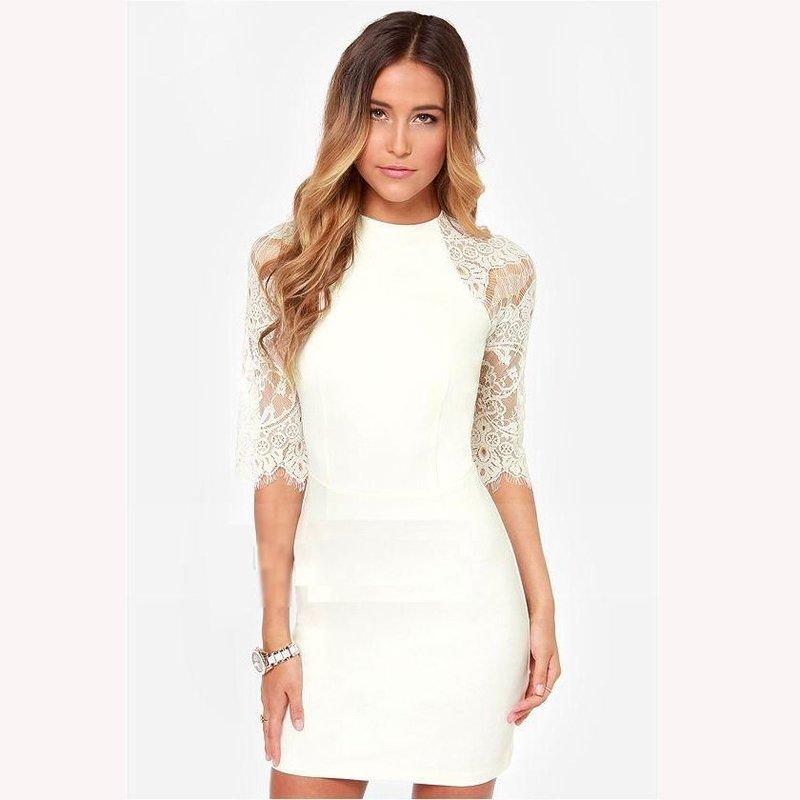 Белое платье футляр с кружевом