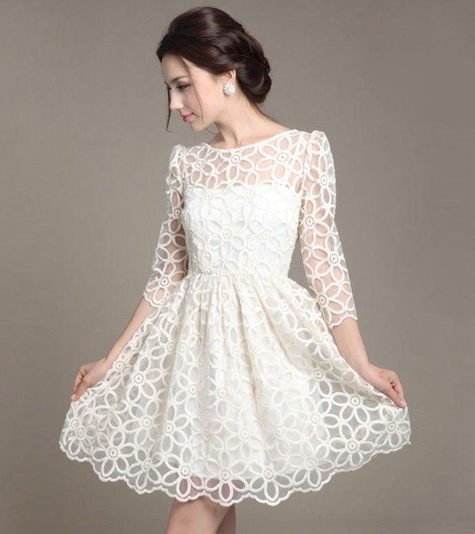 Белое платье с элементами кружева