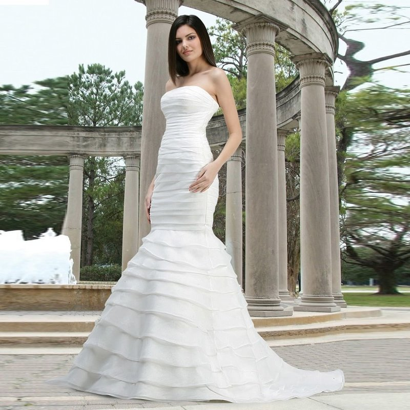 Белое свадебное платье в пол с юбкой русалка
