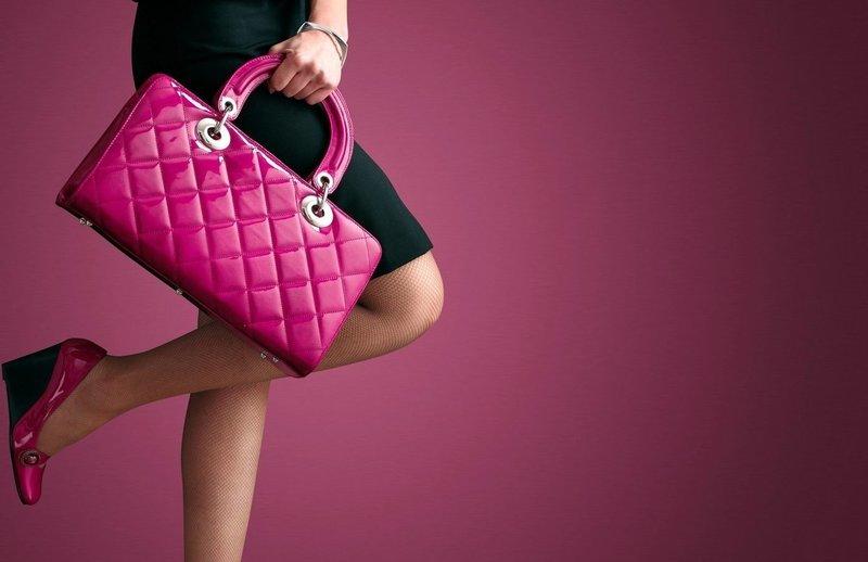 Яркая розовая сумочка