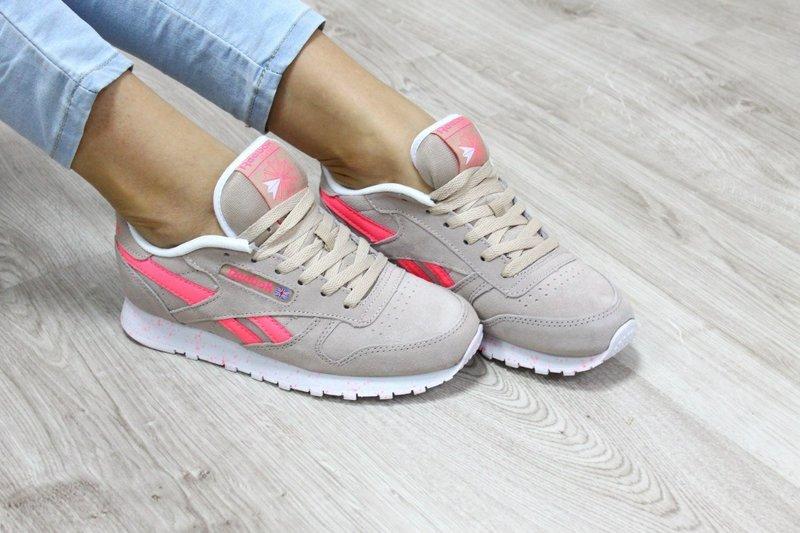 Бежевые кроссовки с розовой полоской