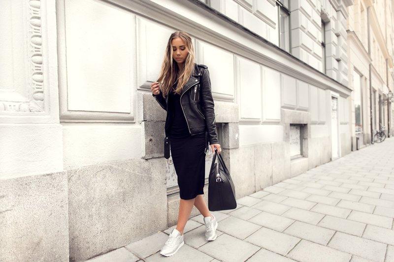 Модный образ с белыми кроссовками