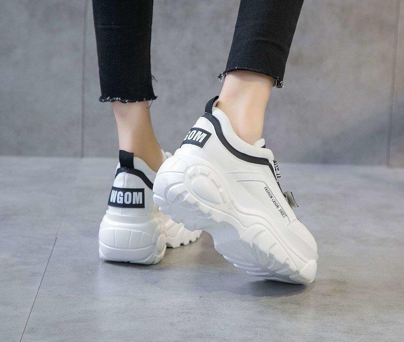 Женские кроссовки с массивной подошвой
