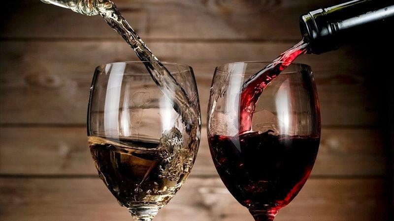 Наливать вино во сне