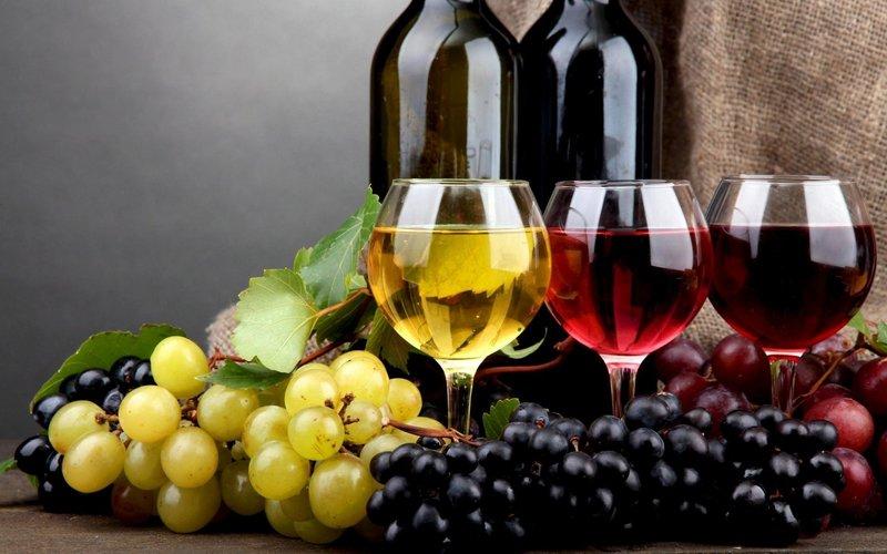 Цвет вина и бутылки во сне