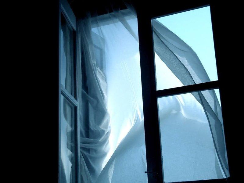 Распахнутое окно