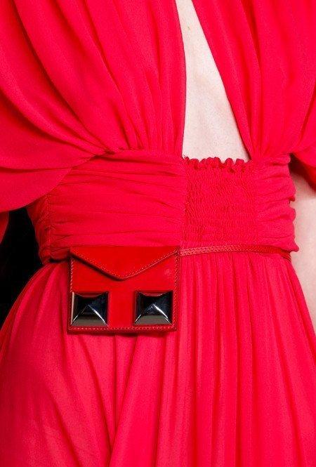 Сумка с платьем от Giambattista Valli