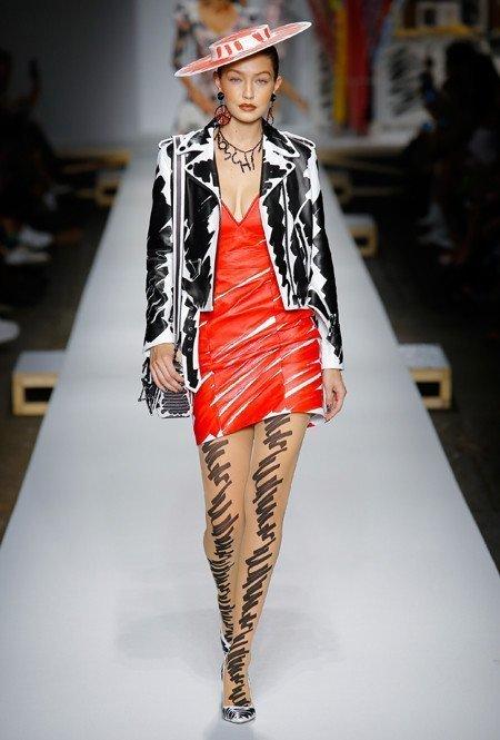 Рисованная мода от Moschino
