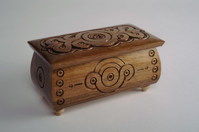 Заклинание на богатство на деревянную шкатулку