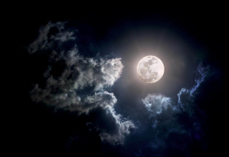 Заговор на богатство при полной луне