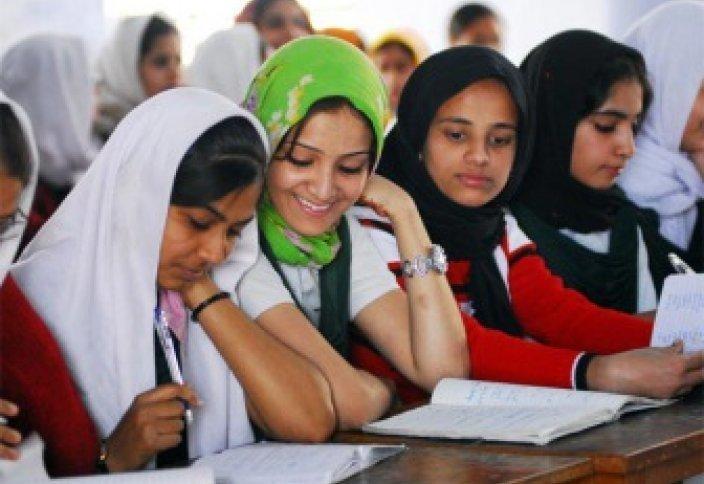 Мусульманки сдают экзамены