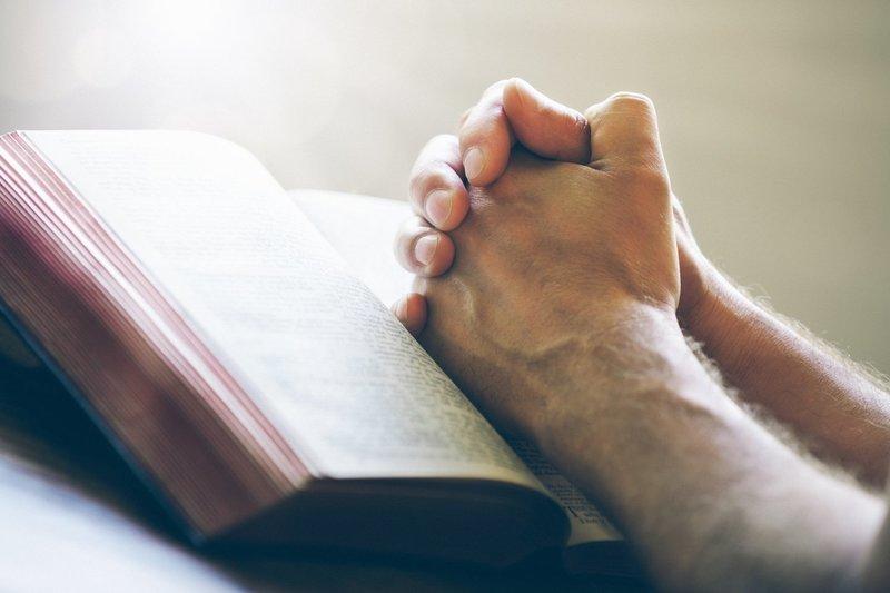 Самые сильные молитвы, читающиеся ежедневно