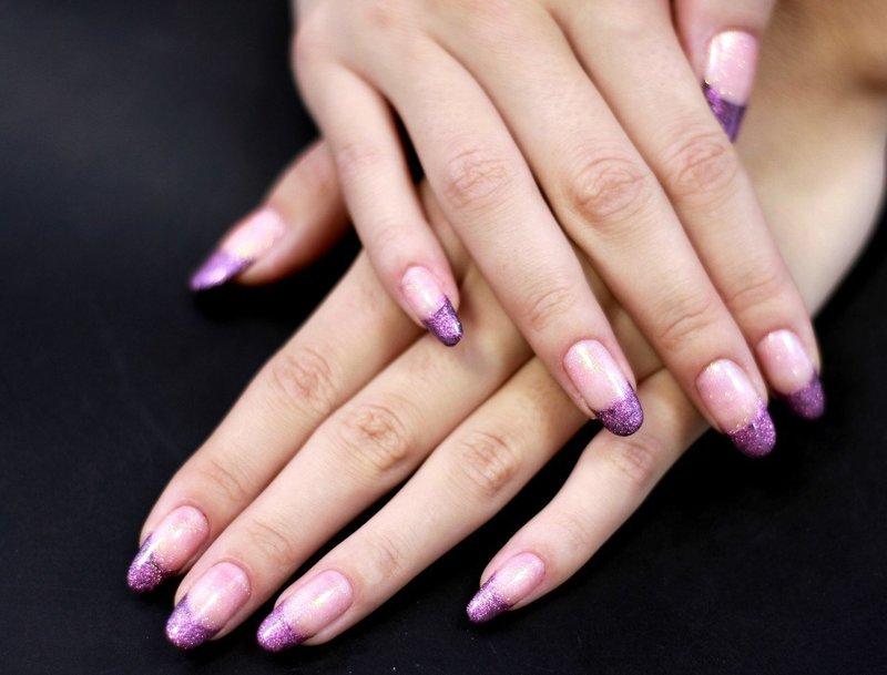 Френч из фиолетовых блёсток