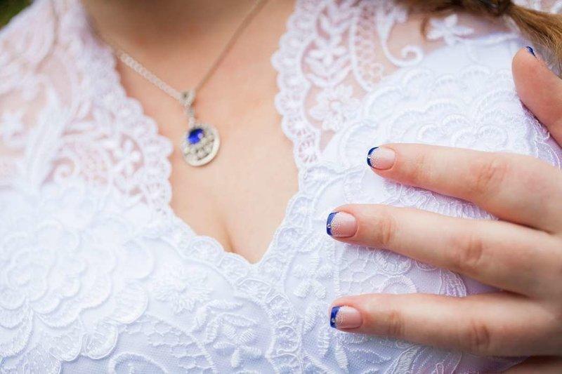 Яркий синий френч с глиттером