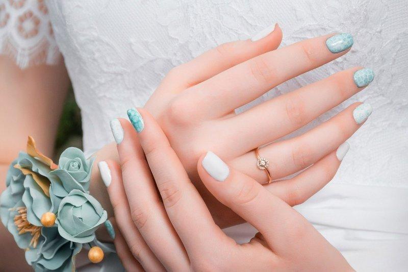 Голубой свадебный дизайн с белыми разводами