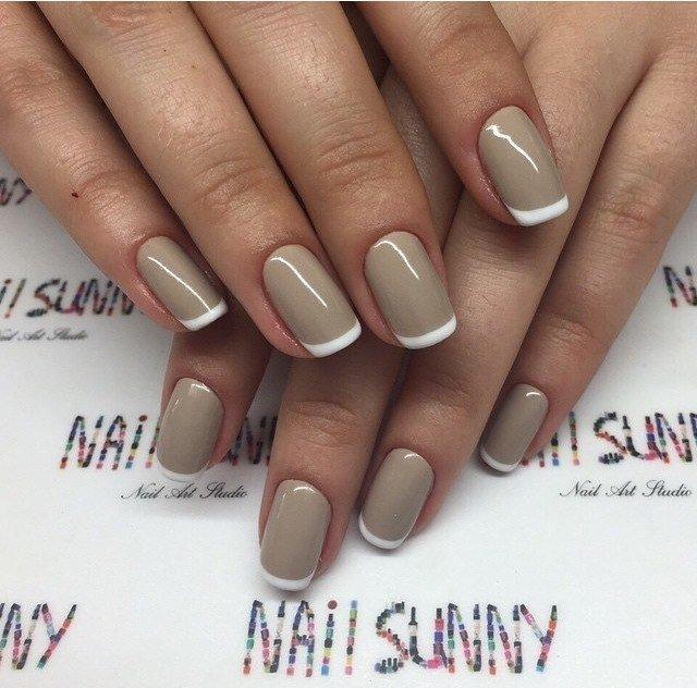 Нюдовые ногти с белым френчем