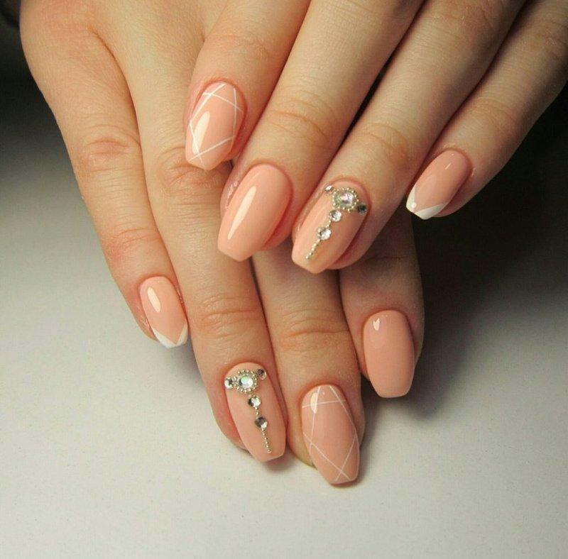 Нюдовое омбре на ногтях