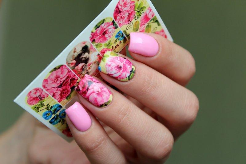 Розовый дизайн с яркими весенними слайдами