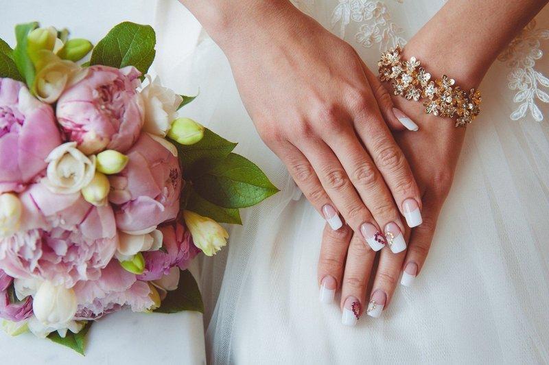 Свадебный френч со стразами в форме сердца