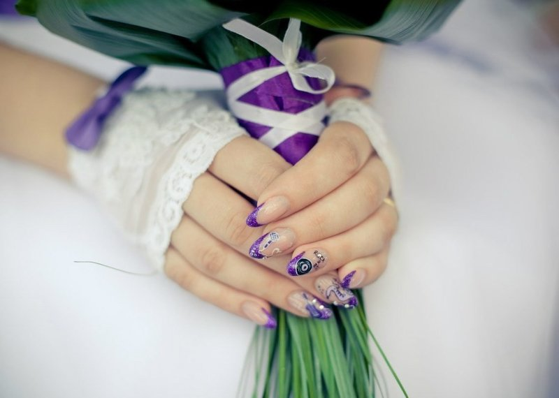 Фиолетовый свадебный френч с музыкальными рисунками