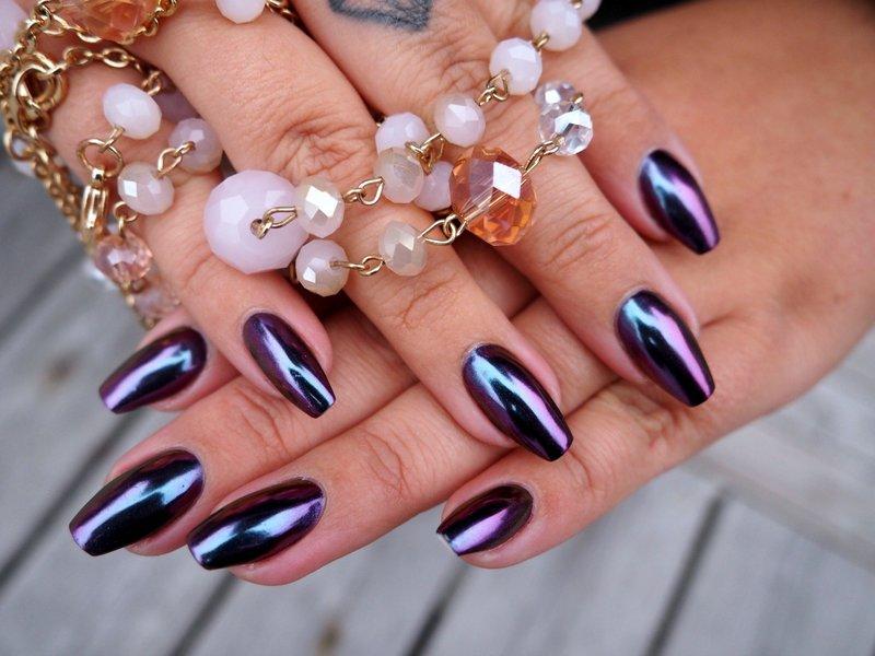 Фиолетово-чёрный зеркальный маникюр