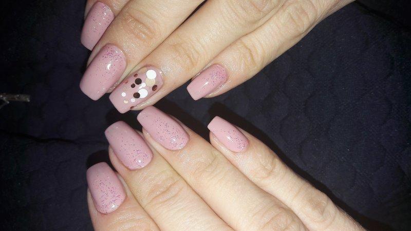 Нежные ногти с камифибуками