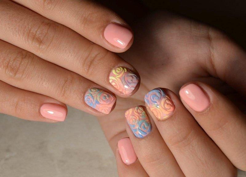 Дизайн ногтей модного персикового