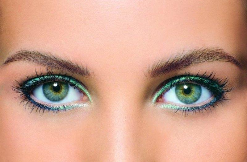 Макияж для зелёных глаз с изумрудной подводкой