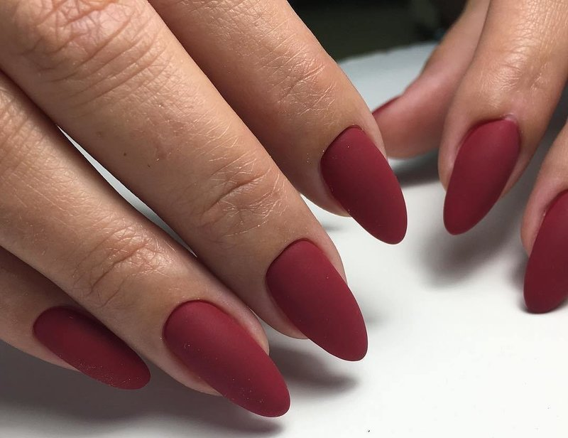 Ногти винного цвета