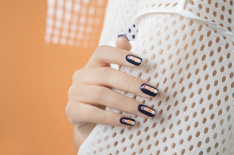 Объёмные точки на ногтях