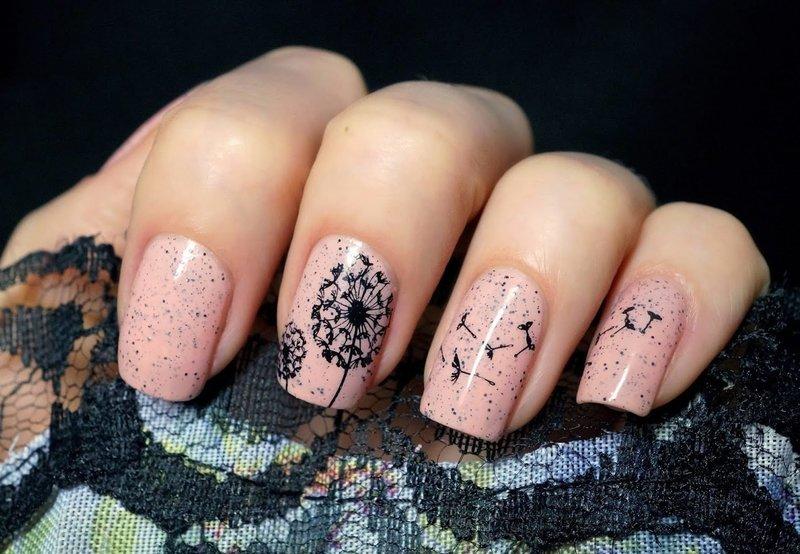 Чёрный рисунок на ногтях