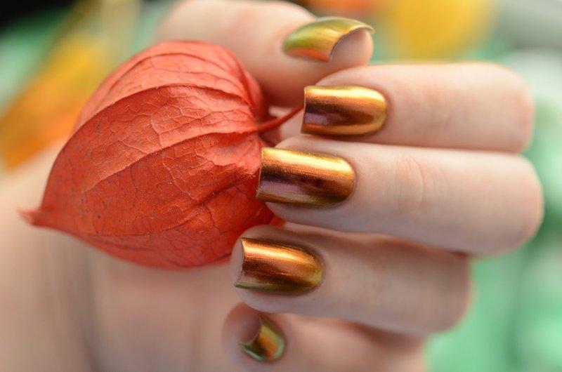 Оранжевые ногти-хамелеоны