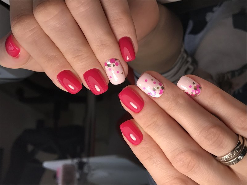 Коралово-розовые ногти с камифубуками