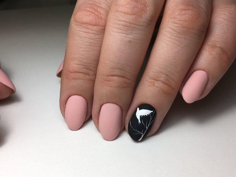 Матовый дизайн с животным рисунком на короткие ногти