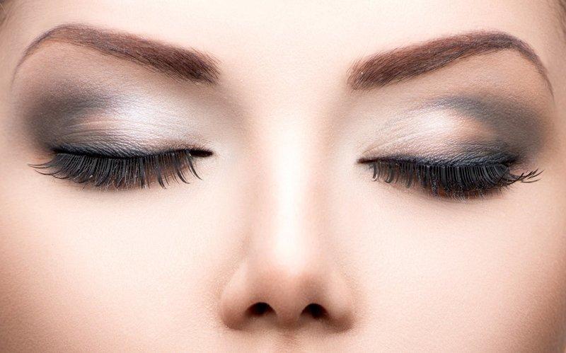 Нежно-серый дневной макияж