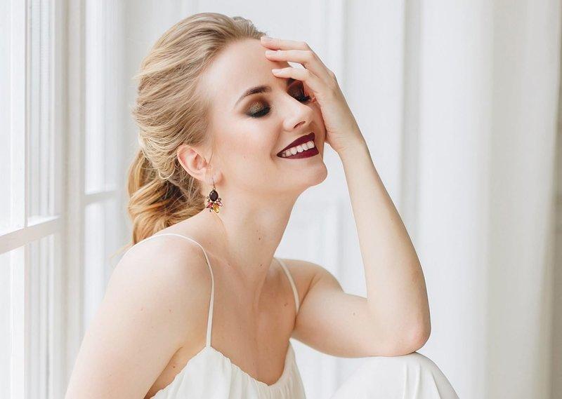 Свадебный смоки айс с тёмной помадой для блондинок