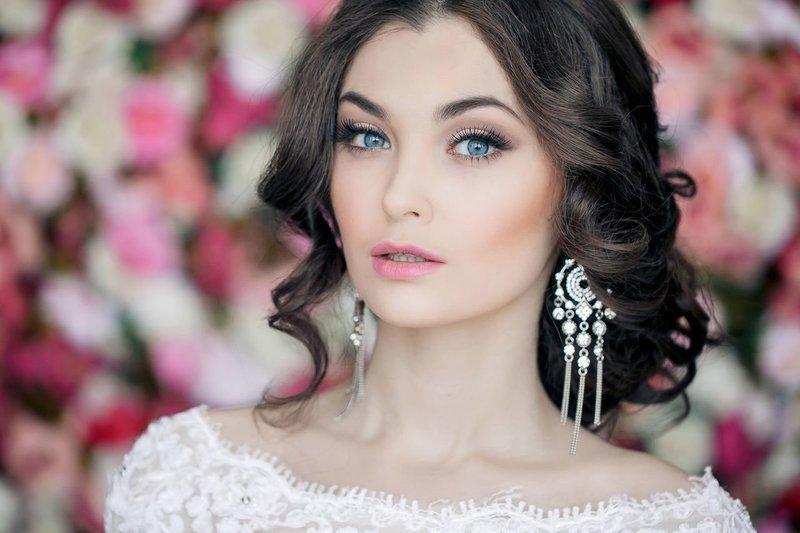 Свадебный макияж для голубых глаз и тёмных волос